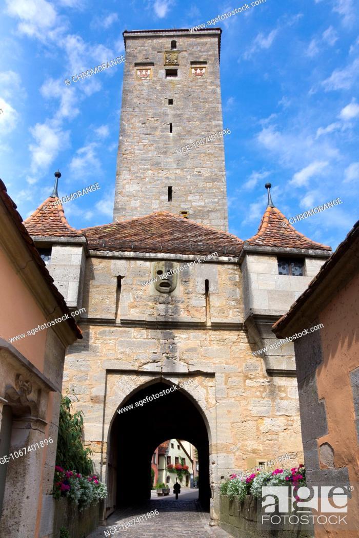 Imagen: Castle Gate, Rothenburg ob der Tauber, district Ansbach, Franconia, Bavaria, Germany, Europe.