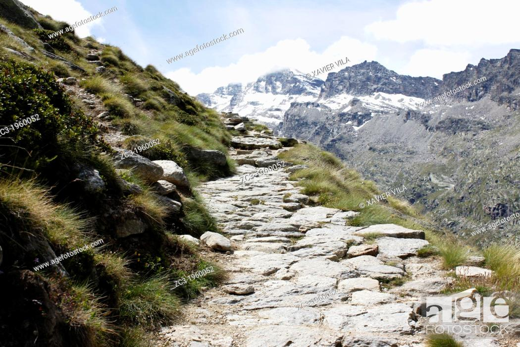 Stock Photo: Path from Valsavarenche to the Refuge Vittorio Emanuele II, 2735m, National Park, Natural Park, Gran Paradiso, Val d'Aosta, Italy.