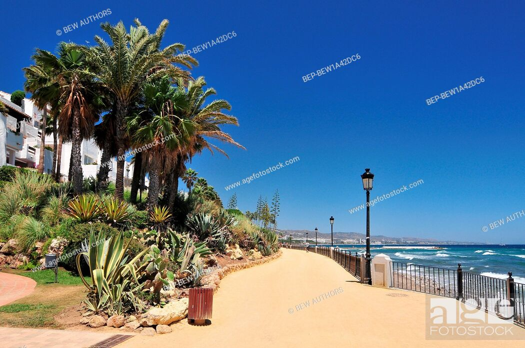 Imagen: Promenade beach along the Mediterranean sea in Marbella, Andalusia, Spain.