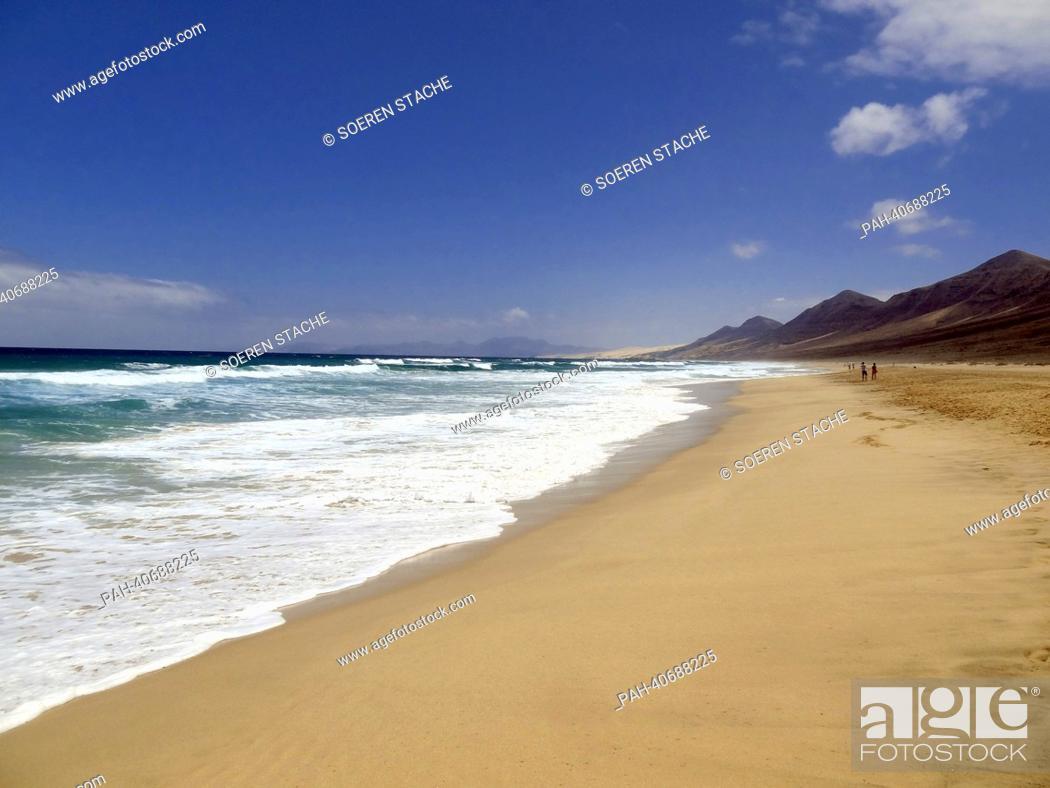 Stock Photo: View of the sandy beach near Morro Jable on the west coast of Fuerteventura, Spain, 05 June 2013. Photo:Soeren Stache | usage worldwide.