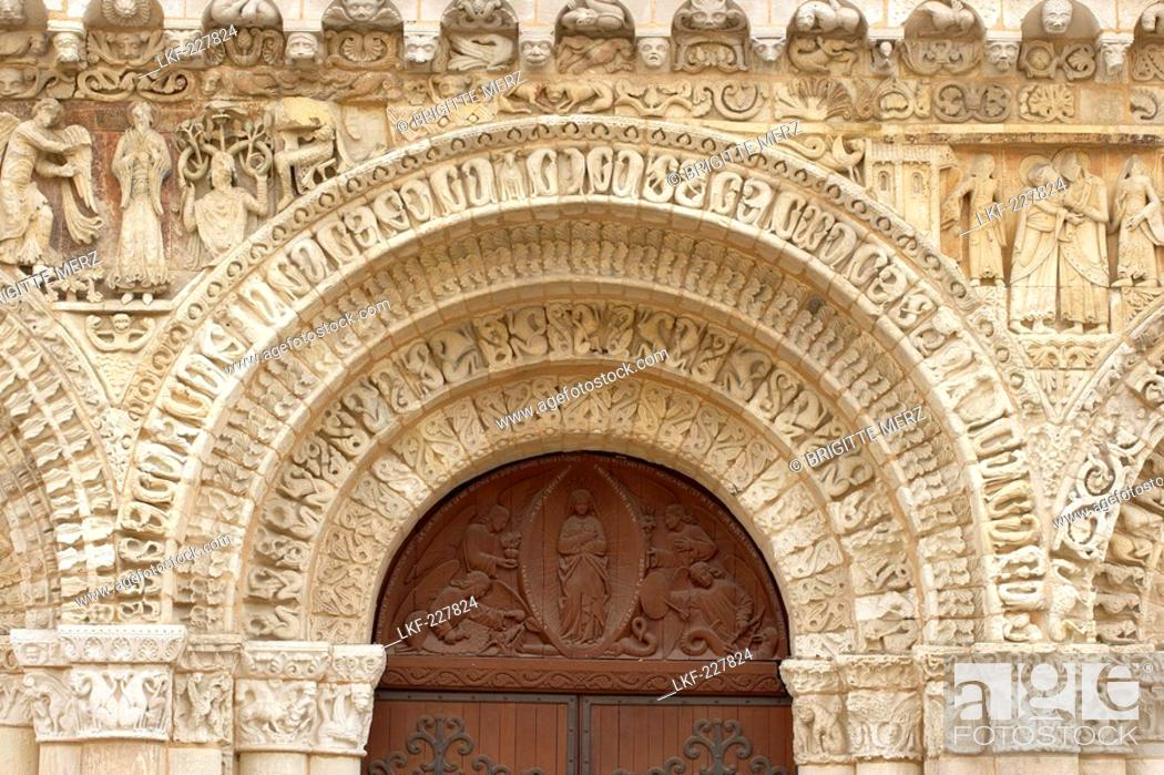 Notre Dame La Grande Church Western Facade Chemins De Saint Jacques Via Turonensis Poitiers Stock Photo Picture And Rights Managed Image Pic Lkf 227824 Agefotostock