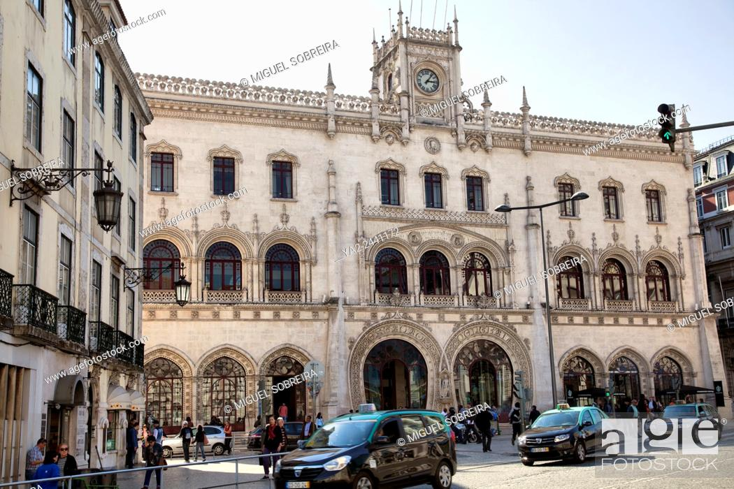Imagen: Rossio Train Station in LIsbon - Portugal.
