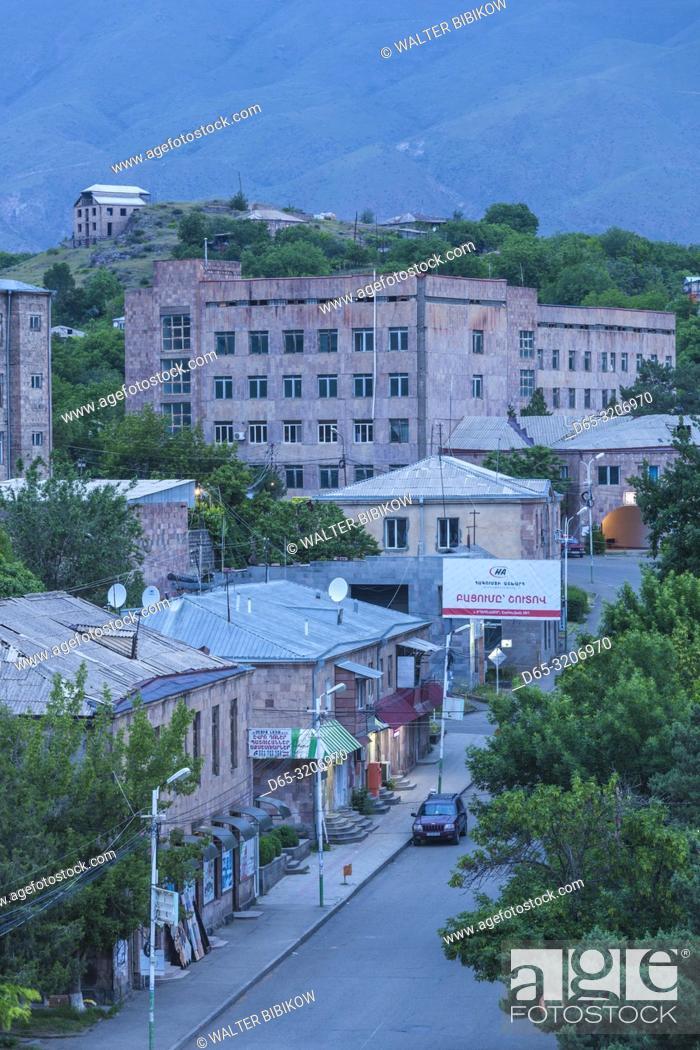Imagen: Armenia, Yeghegnadzor, high angle town skyline, dawn.