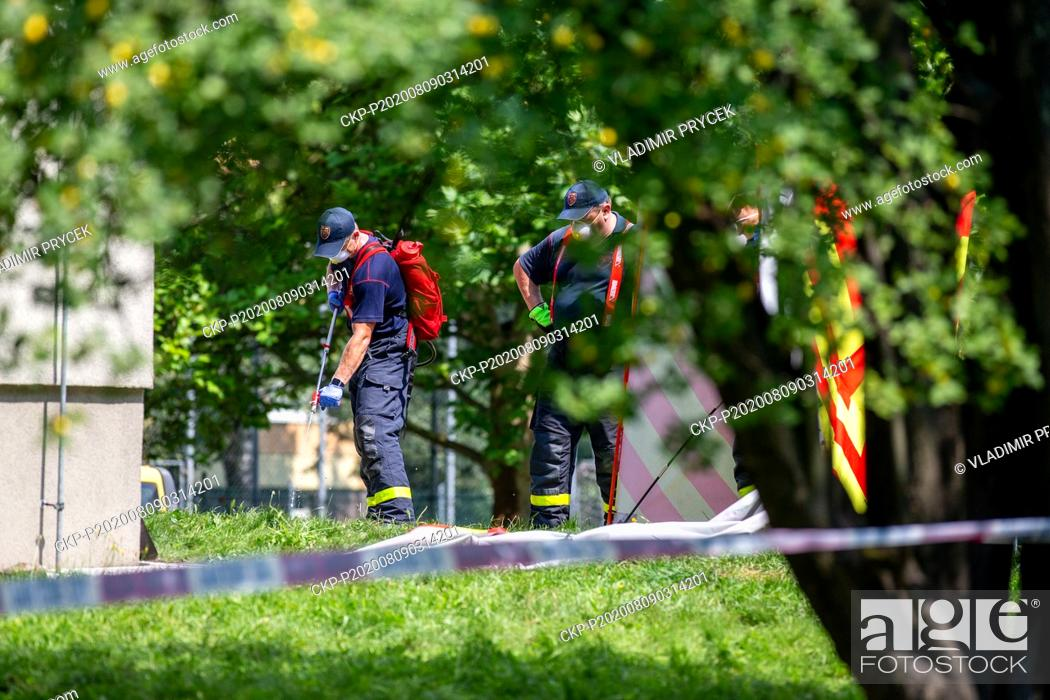 Imagen: A firefighter disinfects an area behind a screen one day after arson attack in Bohumin, Czech Republic, on August 9, 2020.