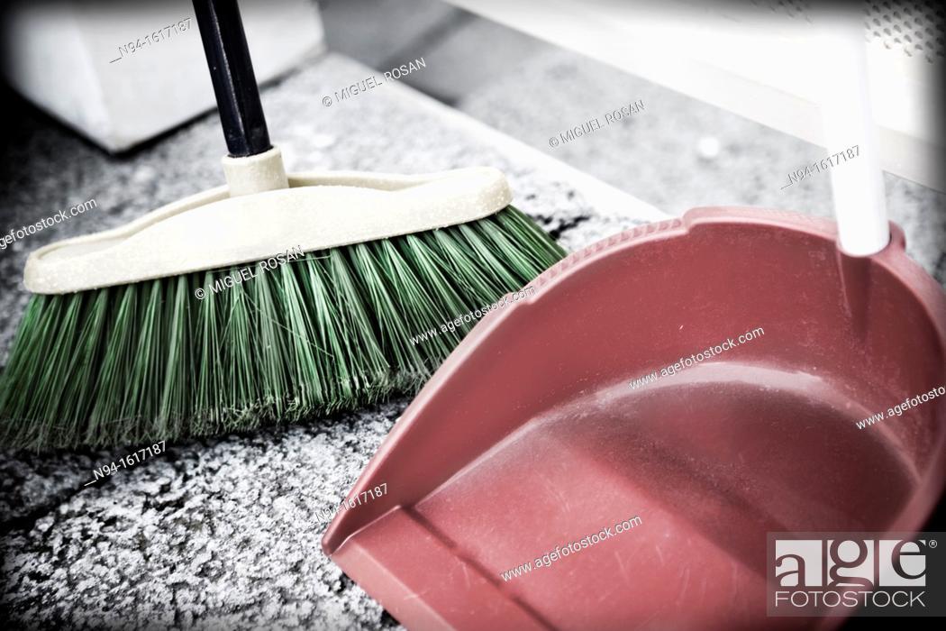 Imagen: House cleaning utensils.