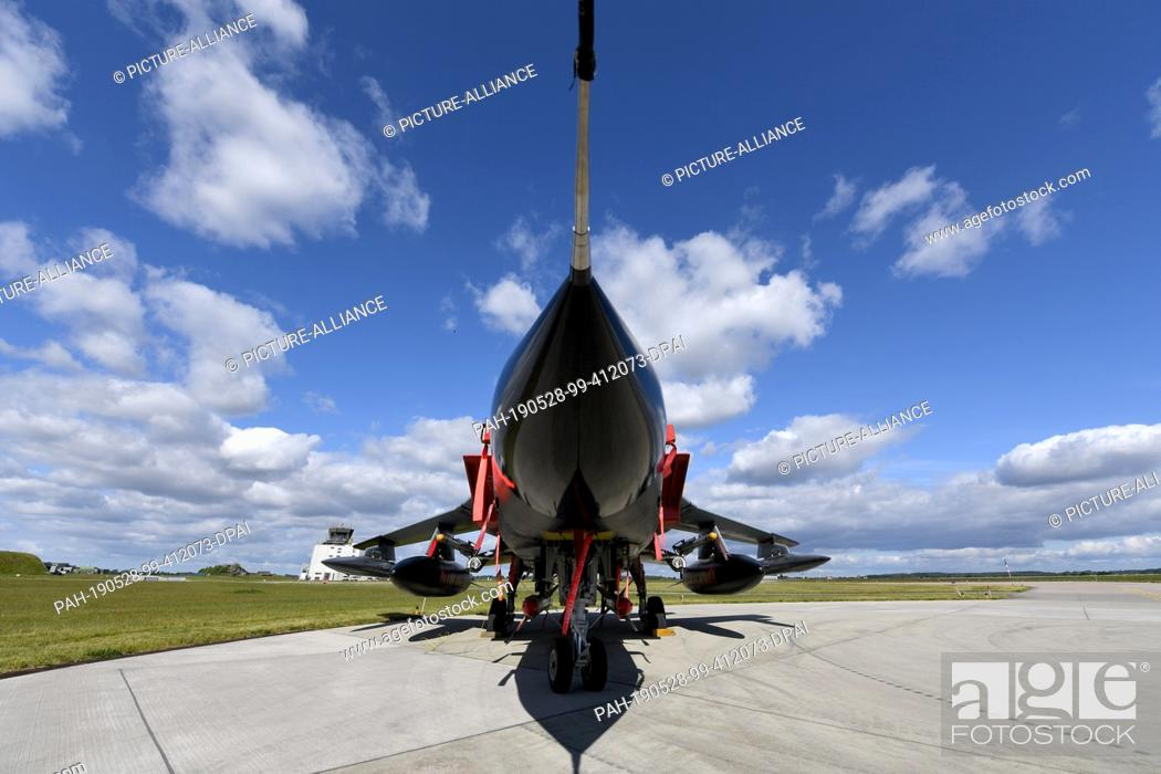 """Imagen: 28 May 2019, Schleswig-Holstein, Jagel: A tornado of the tactical air force squadron 51 """"""""Immelmann"""""""" stands on the air base Jagel."""