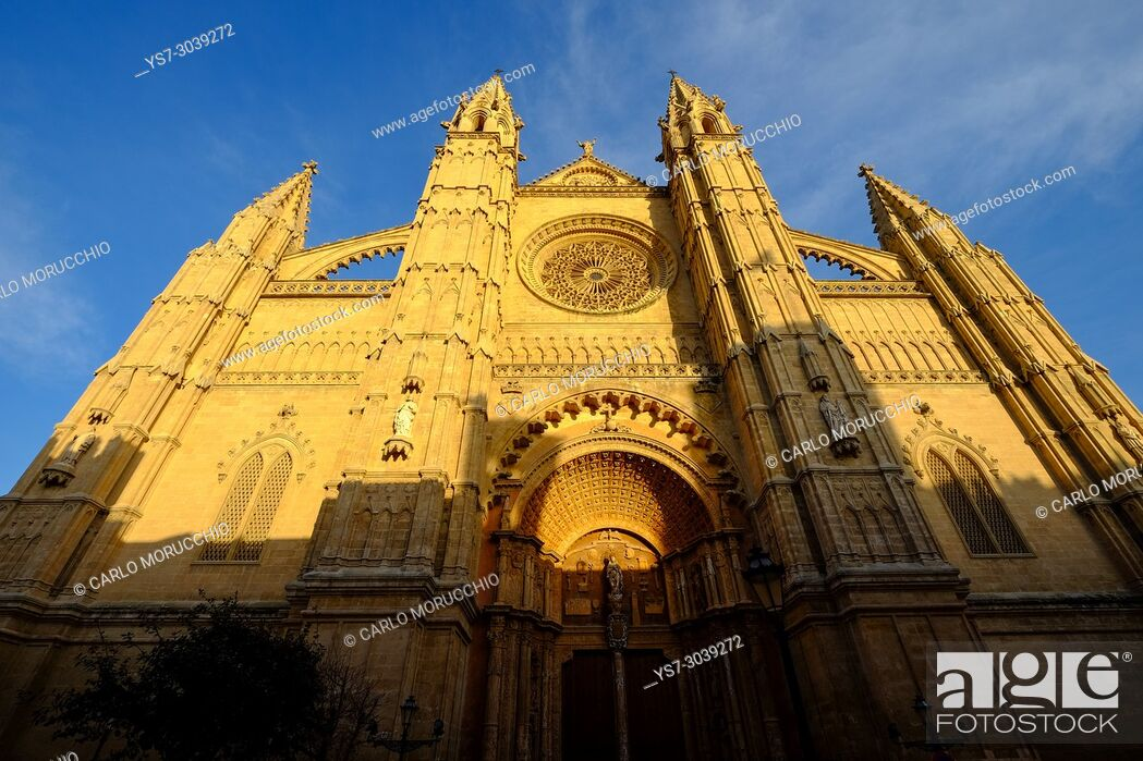 Stock Photo: La Seu, the Cathedral of Santa Maria of Palma, Majorca, Spain.