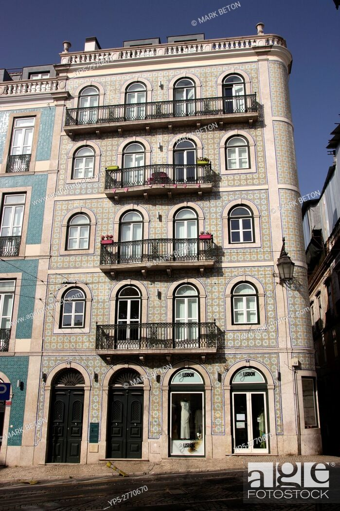 Imagen: Ornamental tiled building in Bairro Alto Lisbon Portugal.