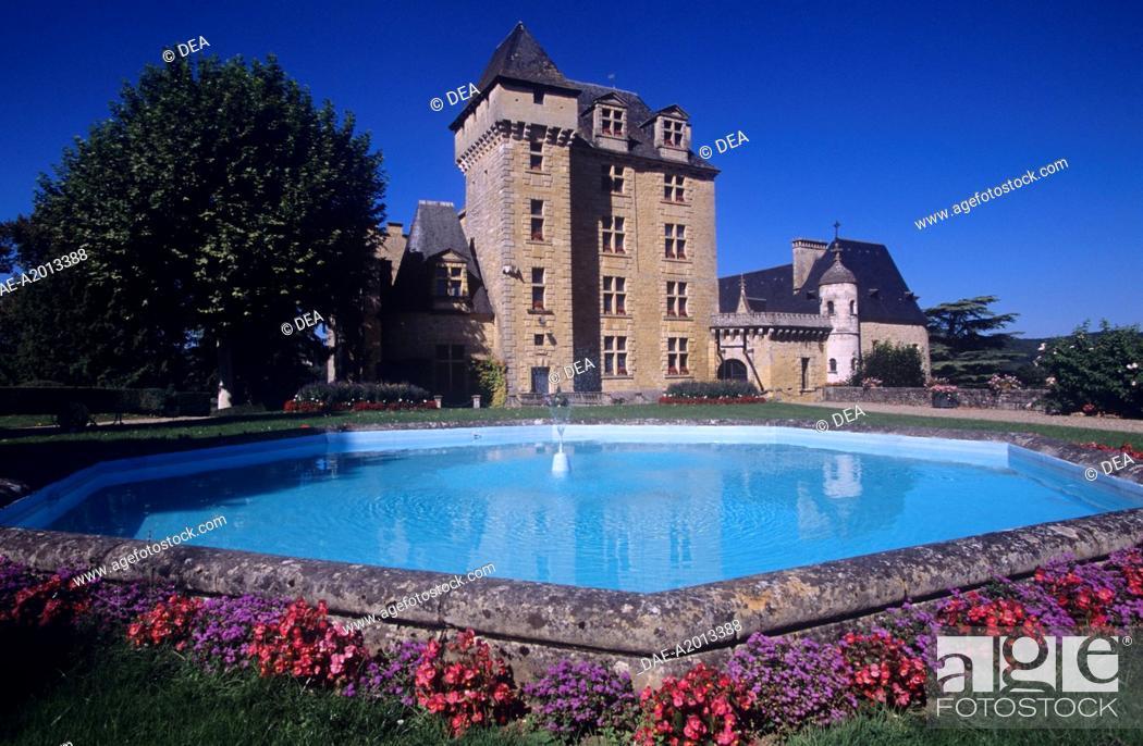 Stock Photo: France - Aquitaine - Dordogne - Castelnaud-la-Chapelle - Castle Fayrac.