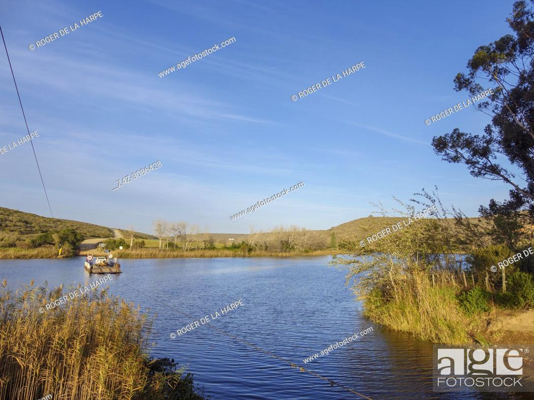 Imagen: The pont or ferry across the Breede River. Malgas (Malagas). Western Cape. South Africa.