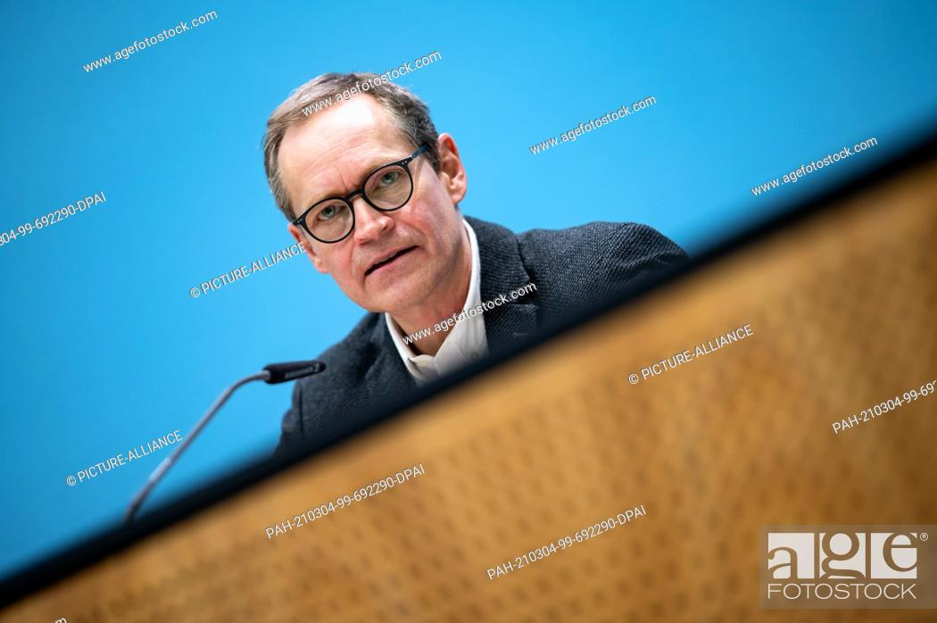 Imagen: 04 March 2021, Berlin: Michael Müller (SPD), governing mayor of Berlin, comments on the decisions of the Berlin state government at a press conference after the.
