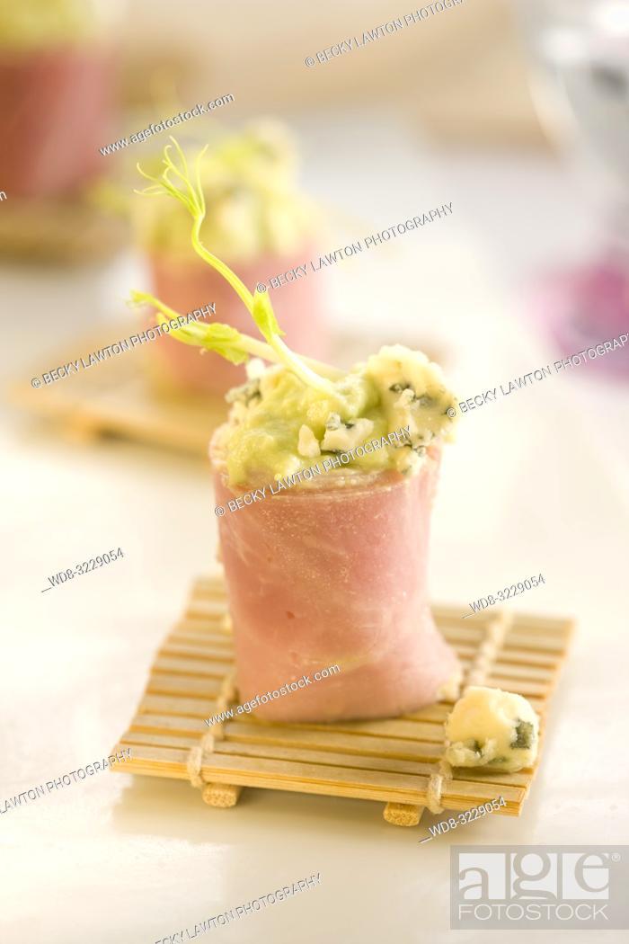 Stock Photo: Pincho de jamon de york relleno de aguacate y queso roquefort.