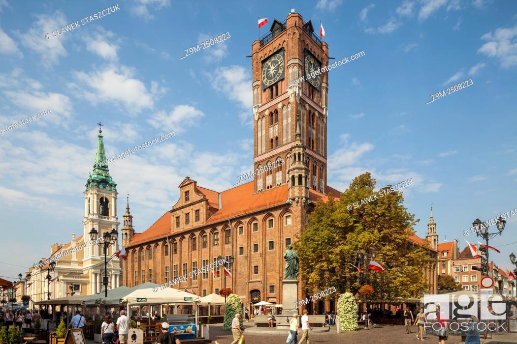 Imagen: Historic Town Hall in Torun old town, Kujawsko-Pomorskie province, Poland. UNESCO World Heritage Site.