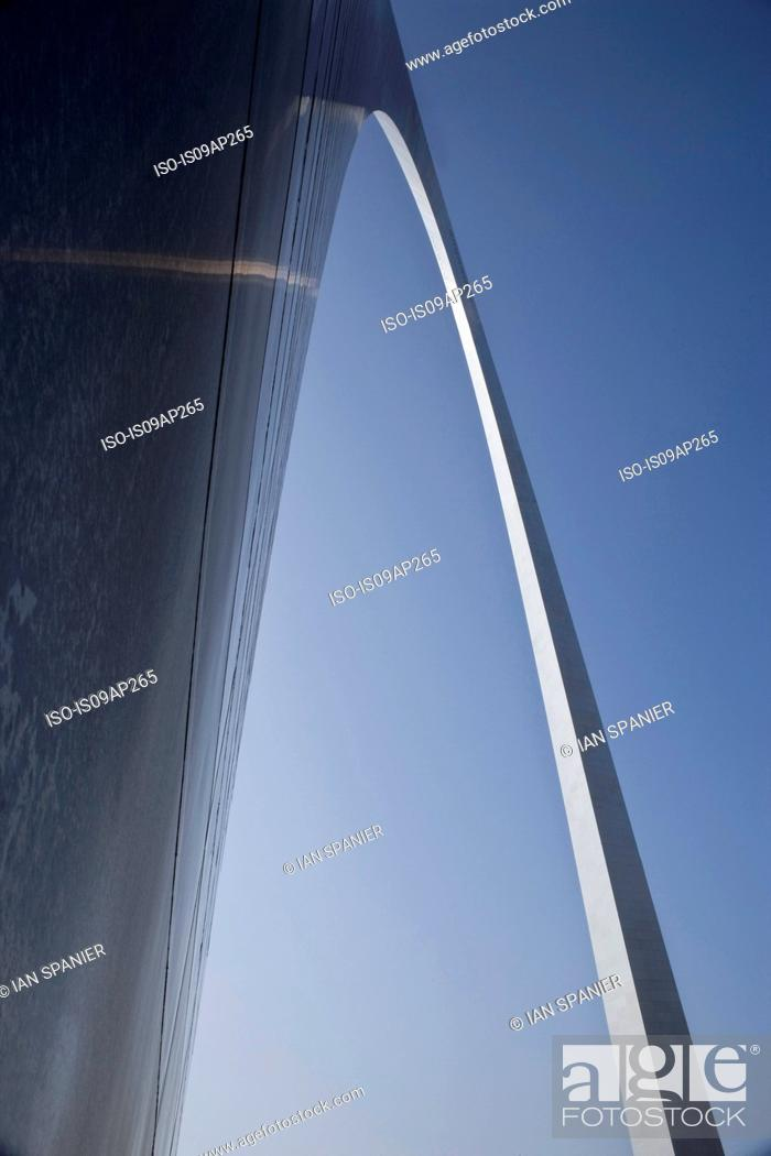 Stock Photo: Low angle view of the Gateway Arch, St Louis, Missouri, USA.