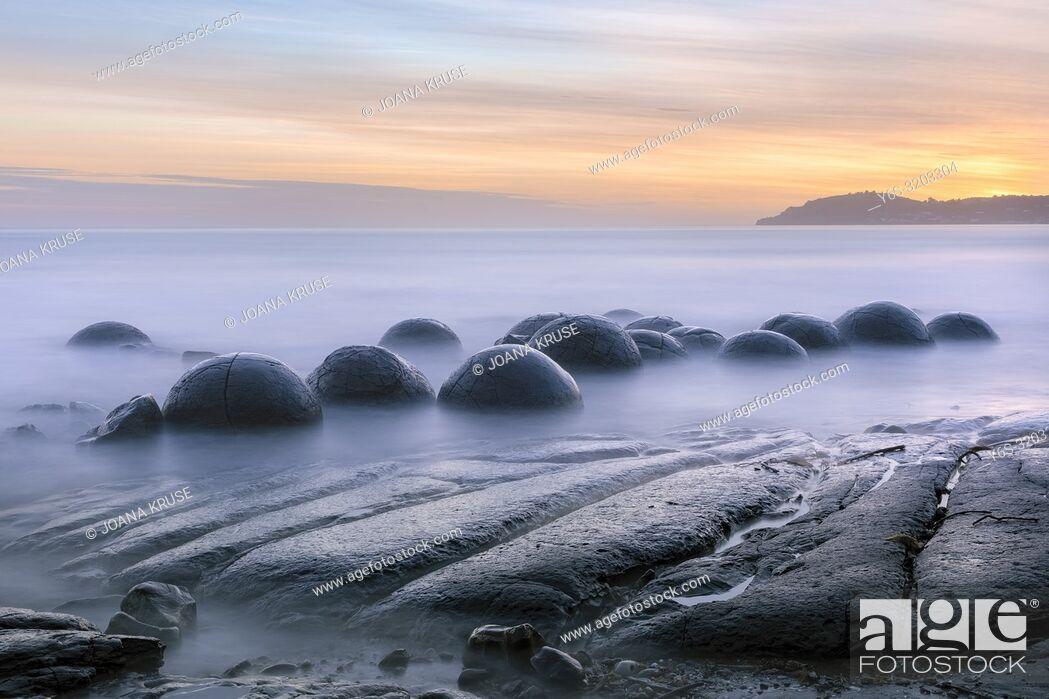 Stock Photo: Moeraki Boulders, Koekohe Beach, Otago, South Island, New Zealand.