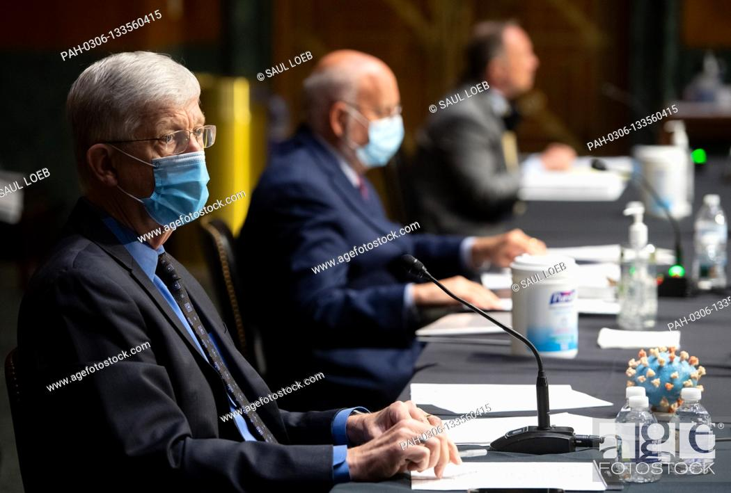Imagen: Dr. Francis Collins, Director of the National Institutes of Health (NIH), Dr. Robert Redfield (C), Director of the Centers for Disease Control and Prevention.