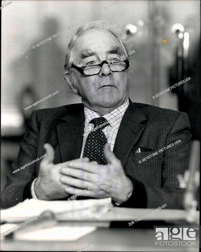 Imagen: Nov. 19, 1982 - Mines Union Leaders meet in the N.U.M. offices in Euston today to discuss the miners pay offer and censorship of Joe Gormley's views made in a.