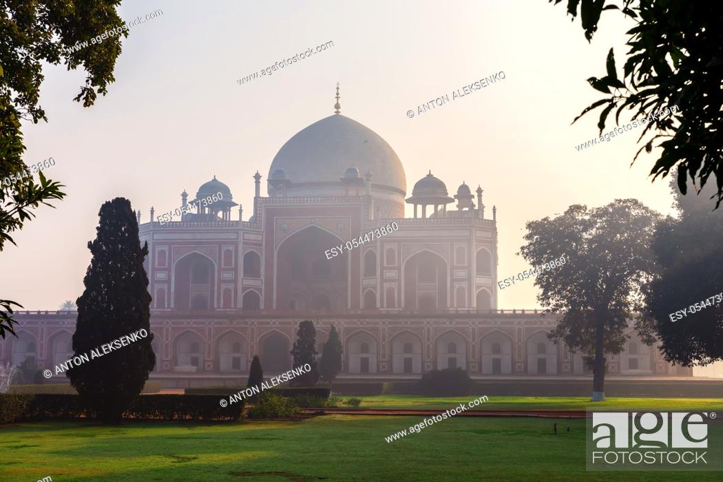 Stock Photo: Famous Humayun's Tomb of India, New Delhi downtown.