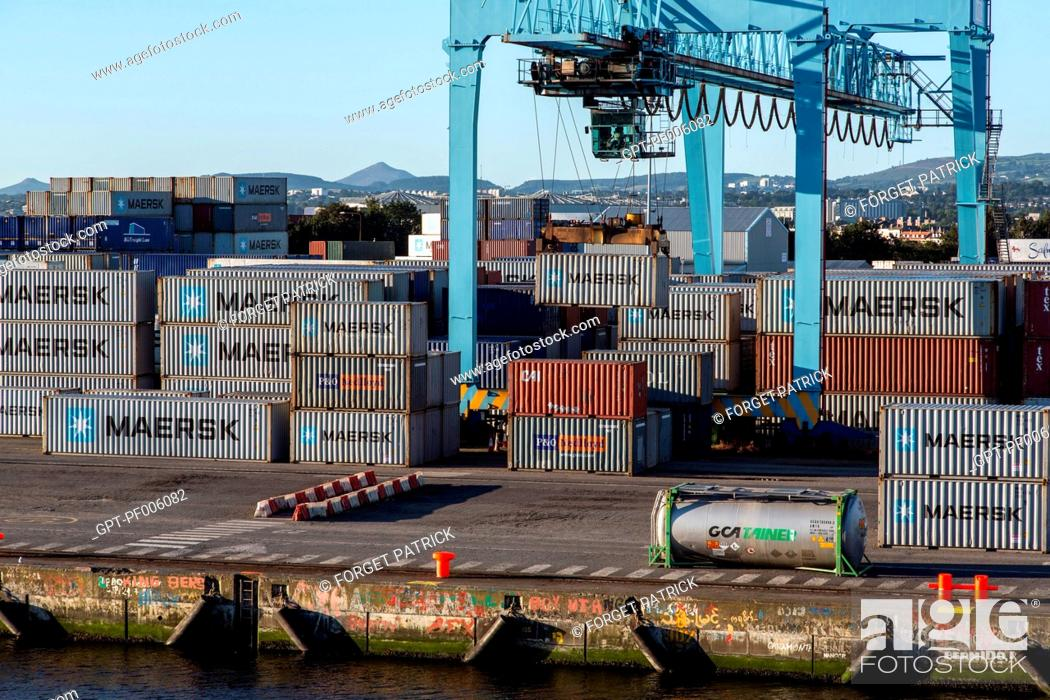MAERSK CONTAINER SHIP IN THE COMMERCIAL PORT OF DUBLIN, IRELAND