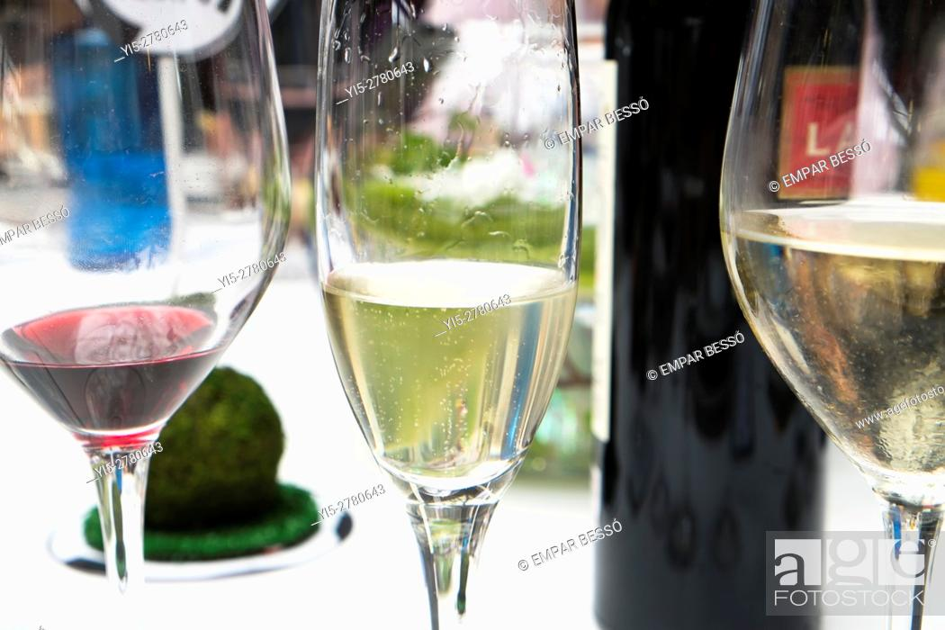 Imagen: Wine glasses.