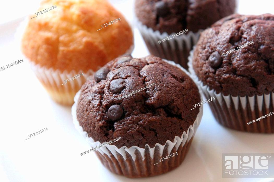Imagen: Chocolate and Vanilla Cup Cakes.