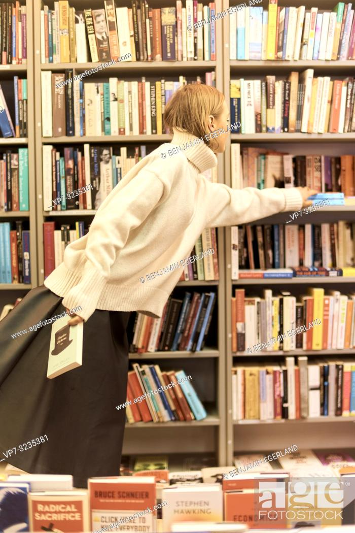 Imagen: fashionable German blogger woman in library, Munich, Germany.