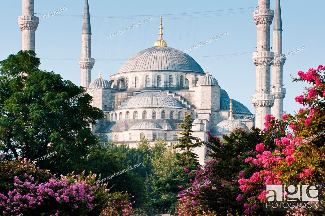 Stock Photo: The iconic Blue Mosque, Istanbul, Turkey.