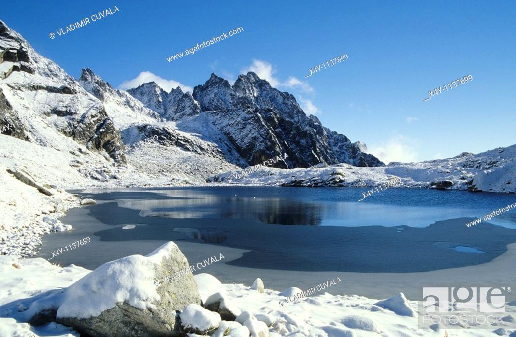 Stock Photo: Winter scenery in Velka Studena Dolina, High Tatras, Slovakia.