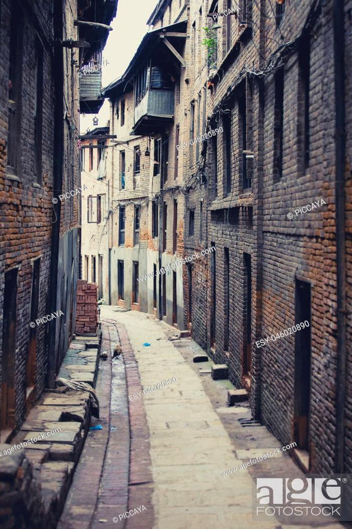 Imagen: Outdoors view of empty street in the ancient Newar town of Bhaktapur, city listed as a World Heritage Site by UNESCO. Nepal 2013.