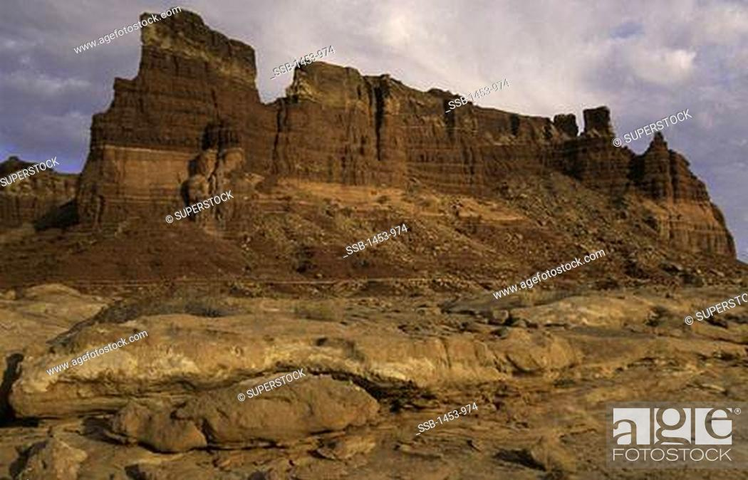 Stock Photo: Rock formations in a canyon, Glen Canyon National Recreation Area, Utah, USA.