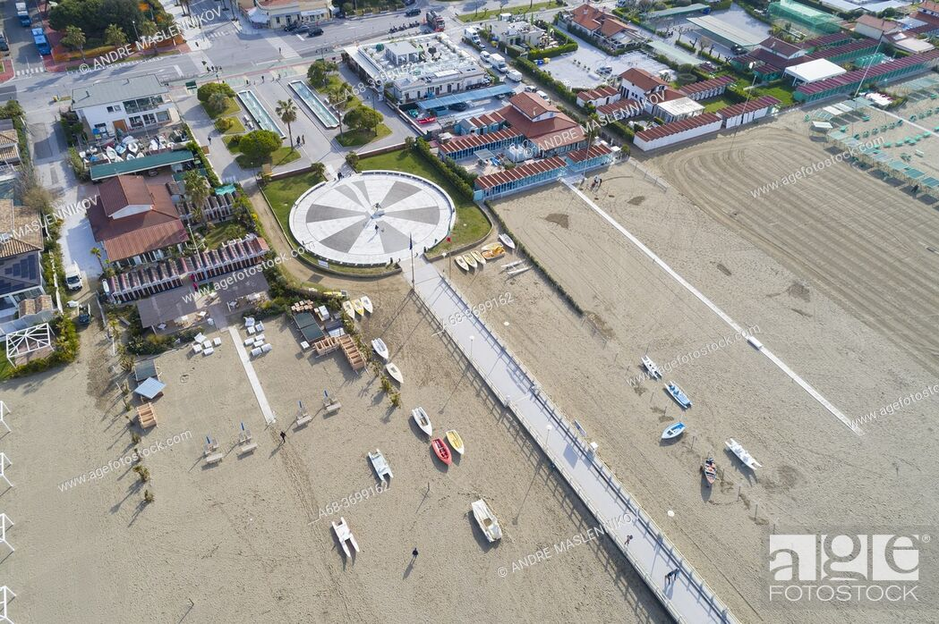 Photo de stock: Long sandy beach in Forte dei Marmi, Province of Lucca, Italy.