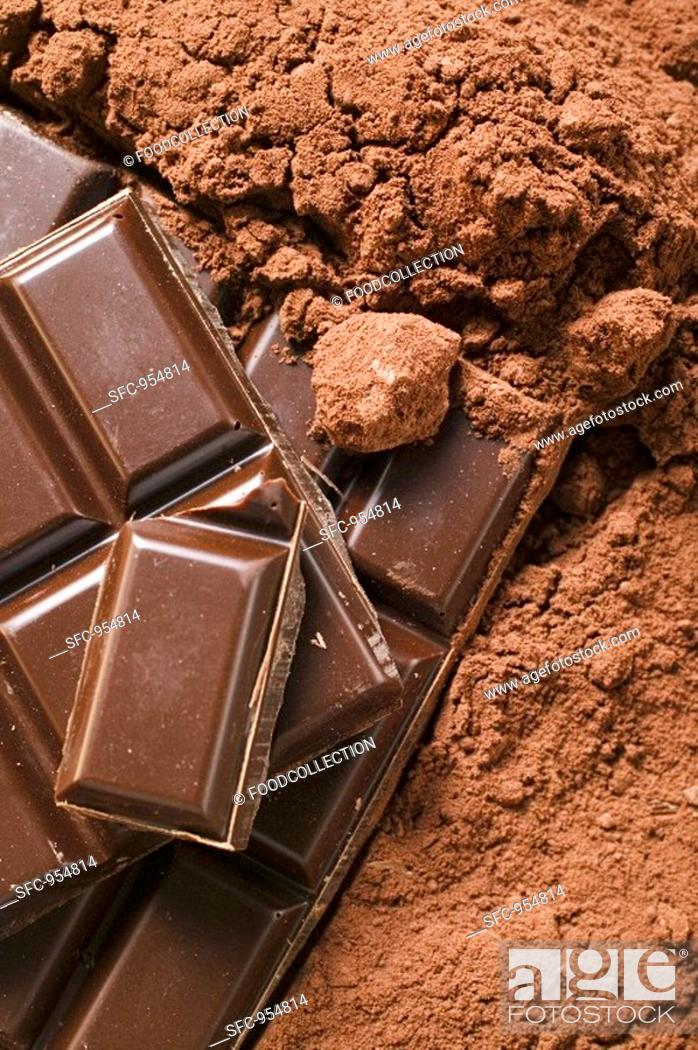 Stock Photo: Cocoa powder and pieces of chocolate detail.
