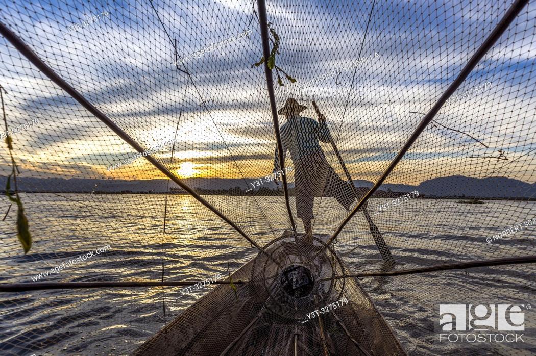 Stock Photo: Myanmar (ex Birmanie). Inle lake. Shan state. Fisherman Intha, Inle Lake ethnic group.