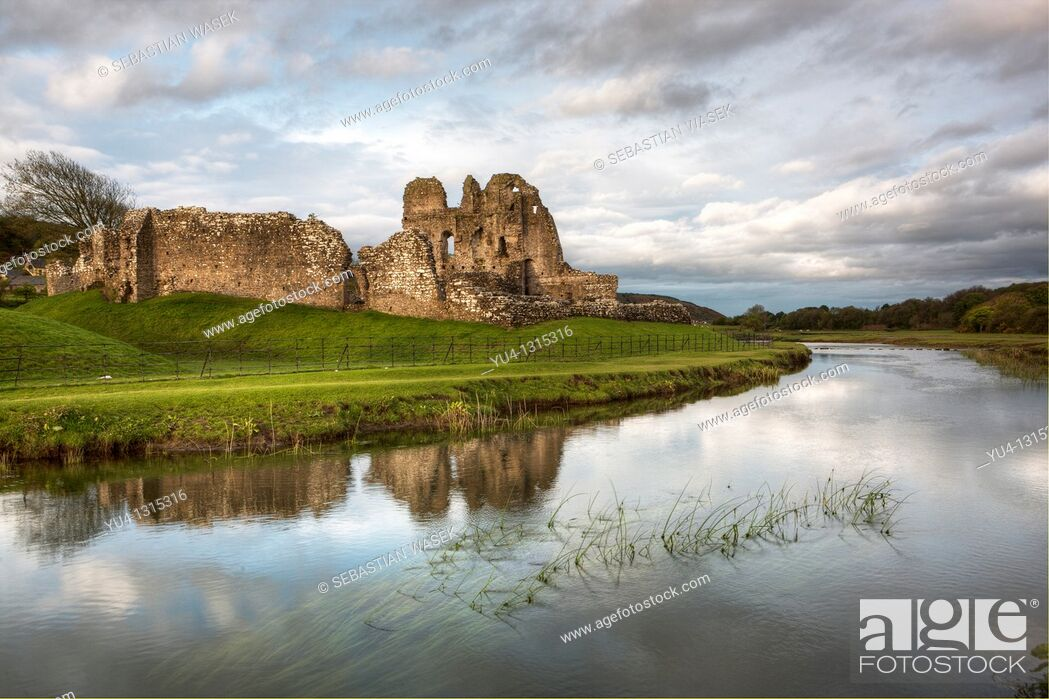 Stock Photo: Ogmore Castle and River Ewenny, Glamorgan Heritage Coast, Vale of Glamorgan, South Wales.