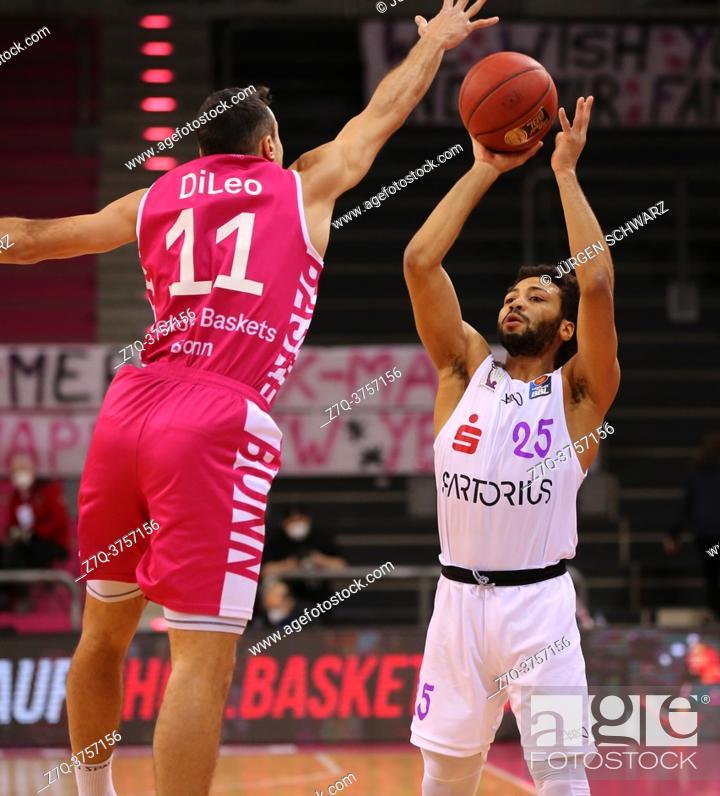 Stock Photo: Bonn, Germany, 27. 12. 2020, Telekom Dome, Basketball Bundesliga, Telekom Baskets Bonn vs BG Goettingen: Anthony DiLeo (Bonn) und 25 Galen Robinson Jr.