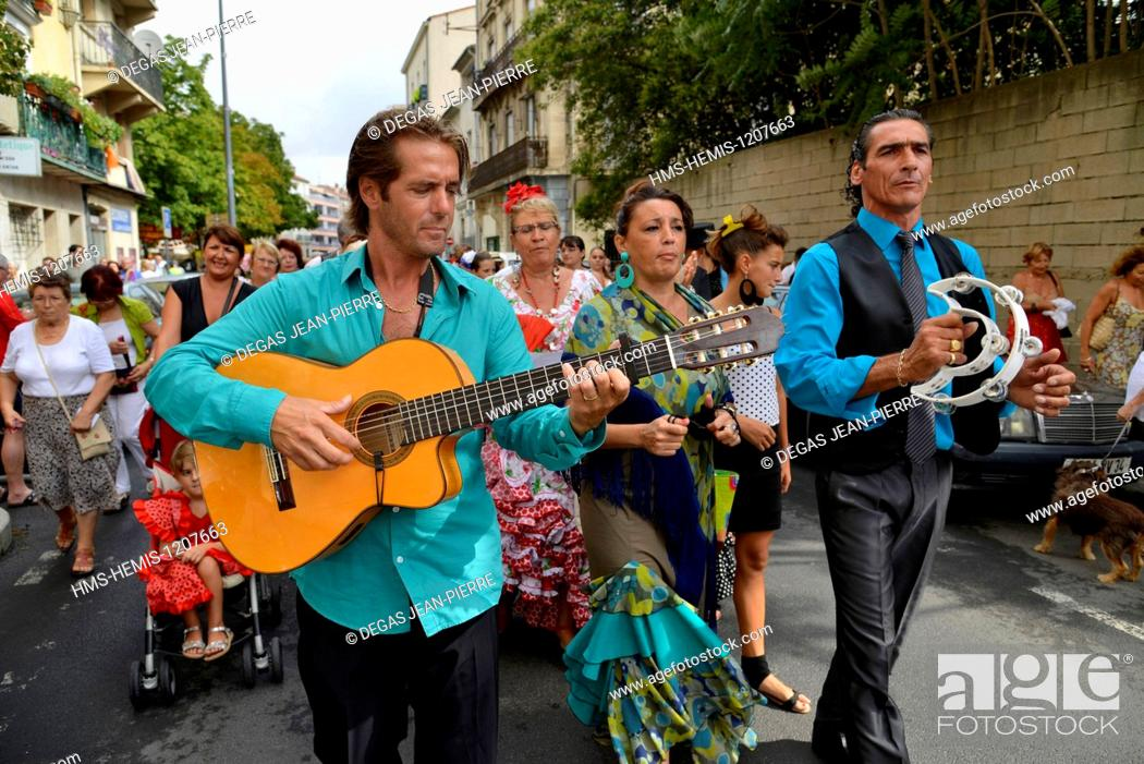 Stock Photo: France, Herault, Beziers, annual feria in the streets of the city, parade of the procession up to the cathedral Saint Nazaire during Romeria.