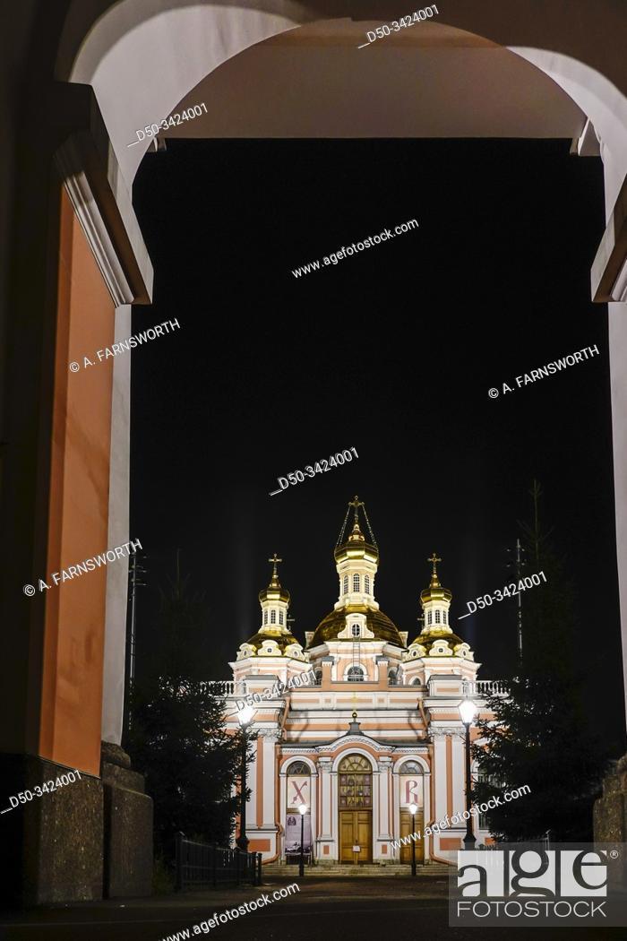 Imagen: St Petersburg, Russia The Church of saints Cyril and Methodius in the bell tower, or Khram Svyatykh Kirilla I Mefodiya, Prikhod Krestovozdvizhenskogo.