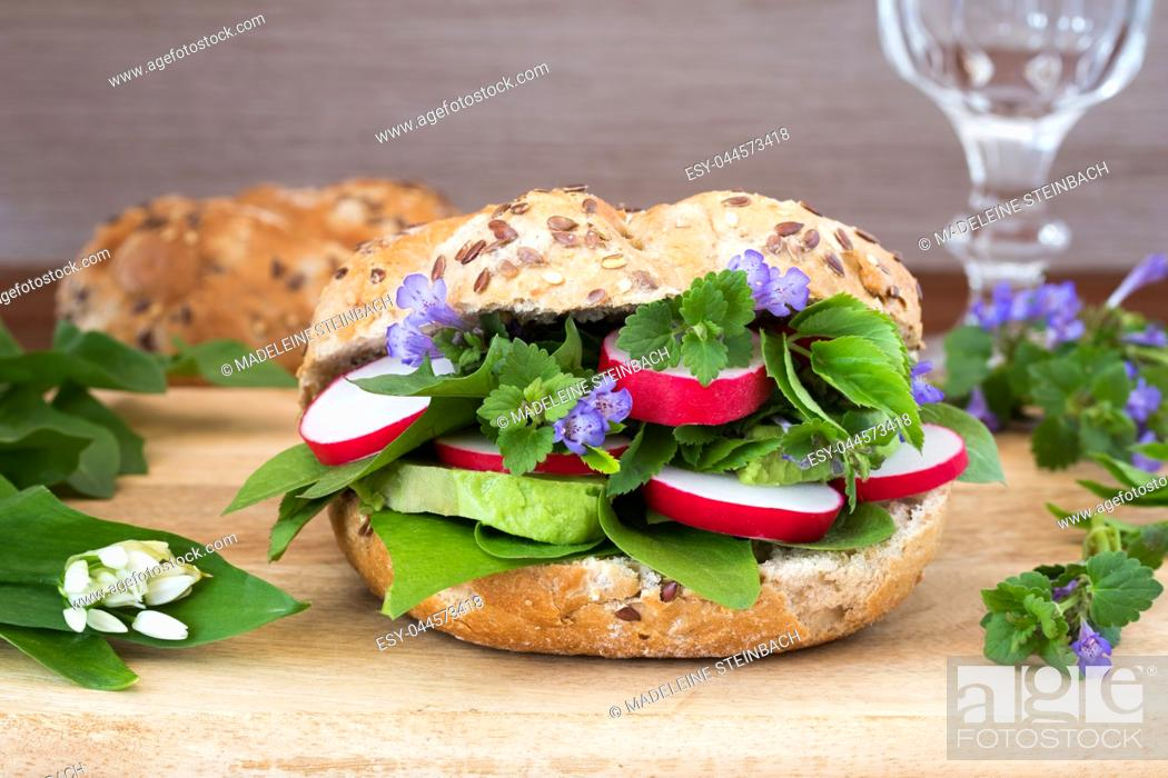 Stock Photo: Vegetarian burger with ground-ivy, bear's garlic, dandelion and other wild edible plants.