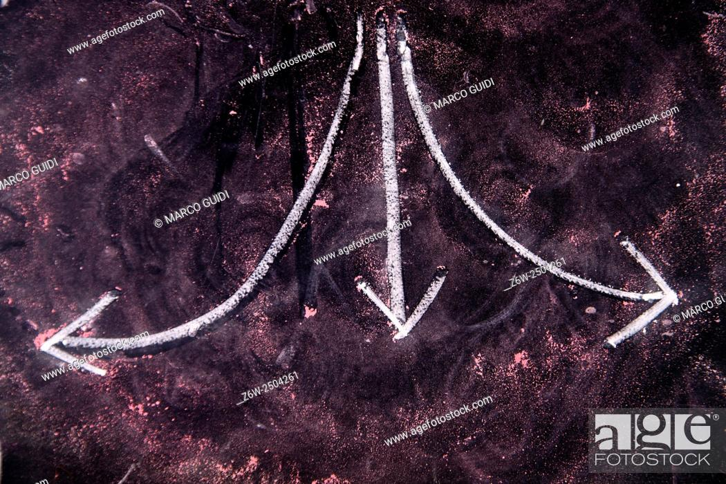 Imagen: Graphical representation with chalk on blackboard three arrows showing different directions.