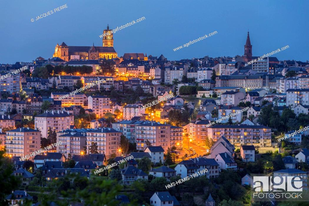 Stock Photo: France, Aveyron, Rodez, the cathedral dating from the 13th and 16th centuries and the Church of the Sacre-Coeur.