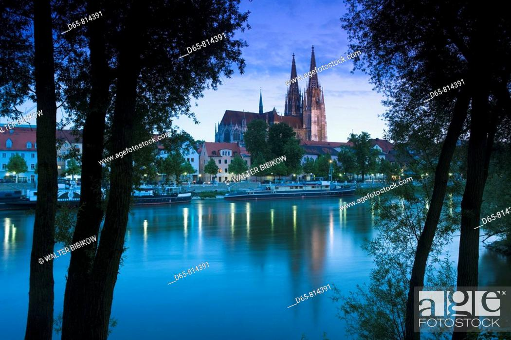 Stock Photo: Dom St. Peter cathedral and town in the evening, Regensburg, Bavaria, Germany.