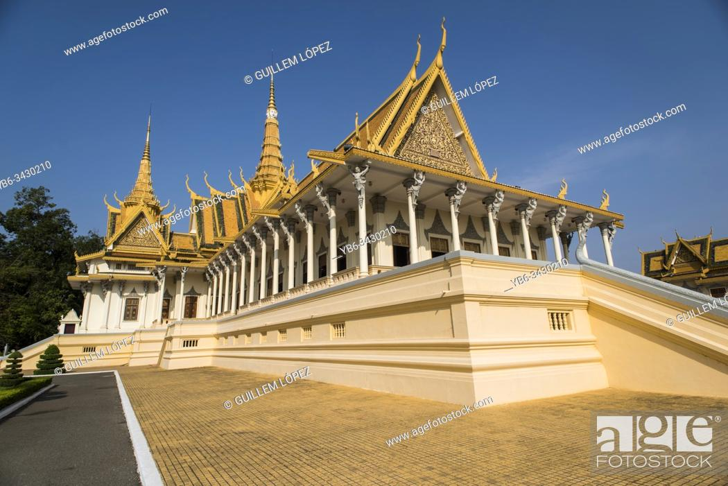 Stock Photo: Royal Palace or the Temple of the Emerald Buddha in Phnom Penh, Cambodia.