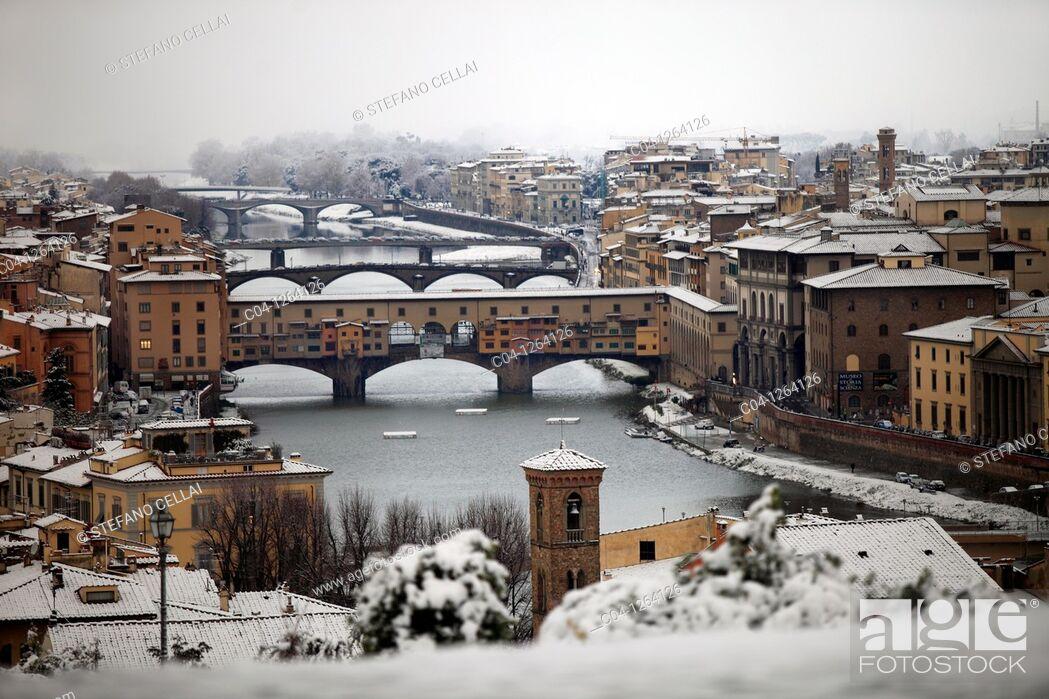 Stock Photo: Italy, Tuscany, Florence, Ponte Vecchio, snow.
