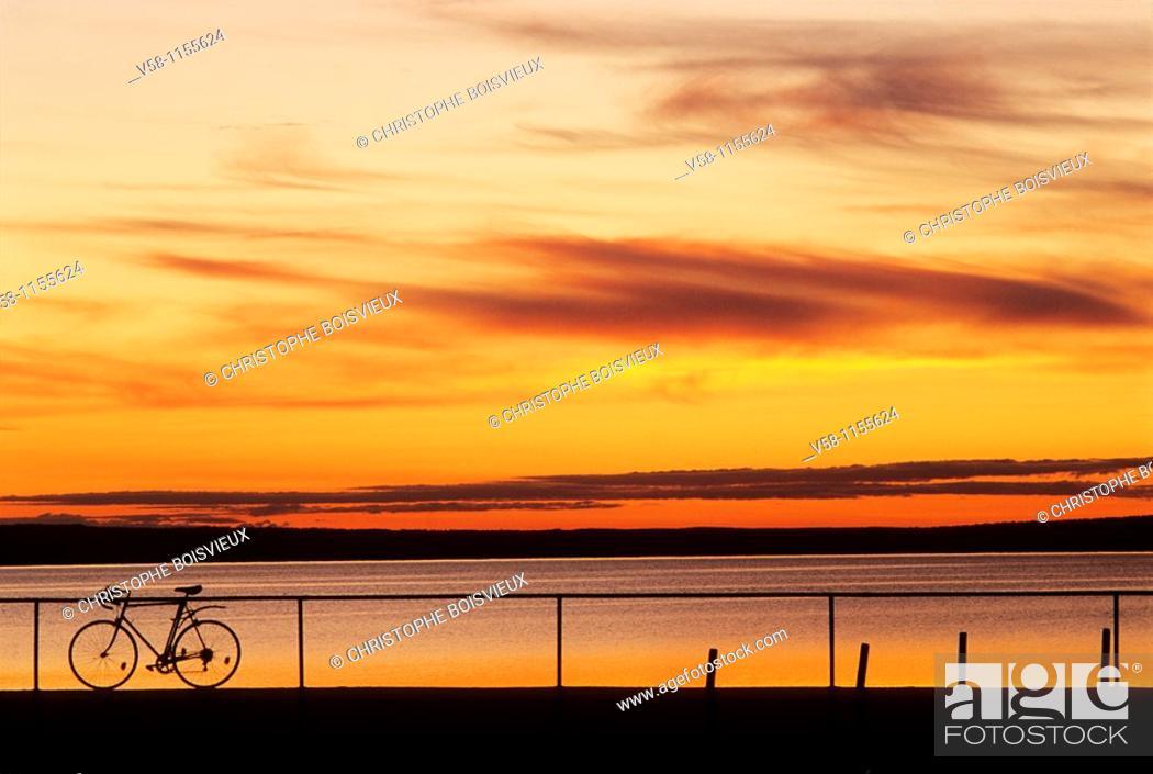 Stock Photo: Sweden, Dalecarlia, Sunset on lake Siljan.