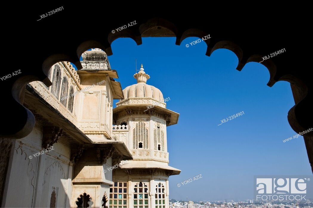 Stock Photo: India, Rajasthan, Udaipur, City palace.