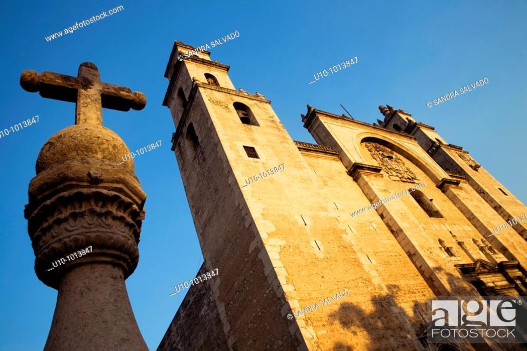 Stock Photo: Catedral de San Idelfonso s XVI, Mérida, Yucatán, México.