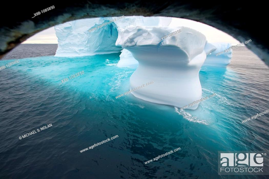 Imagen: Iceberg detail in and around the Antarctic Peninsula during the summer months, Southern Ocean  MORE INFO An increasing number of icebergs is being created as.