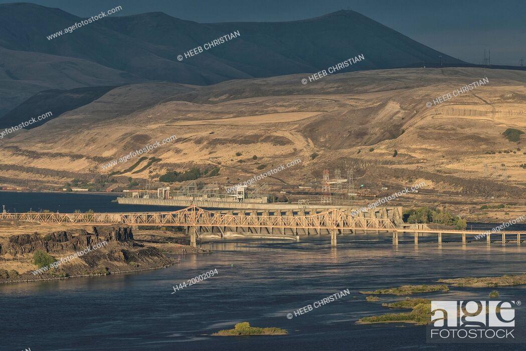 Stock Photo: Oregon, The Dalles, Columbia river.