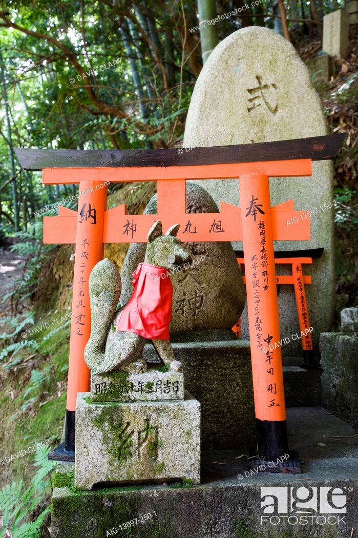 Stock Photo: Kitsune or messenger foxes that are a symbol of wealth in Fushimi Inari Shrine, Kyoto, Japan.