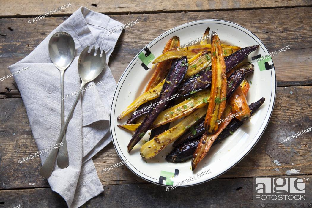 Photo de stock: Roasted heritage carrots-with lemon and cumin on a plate.